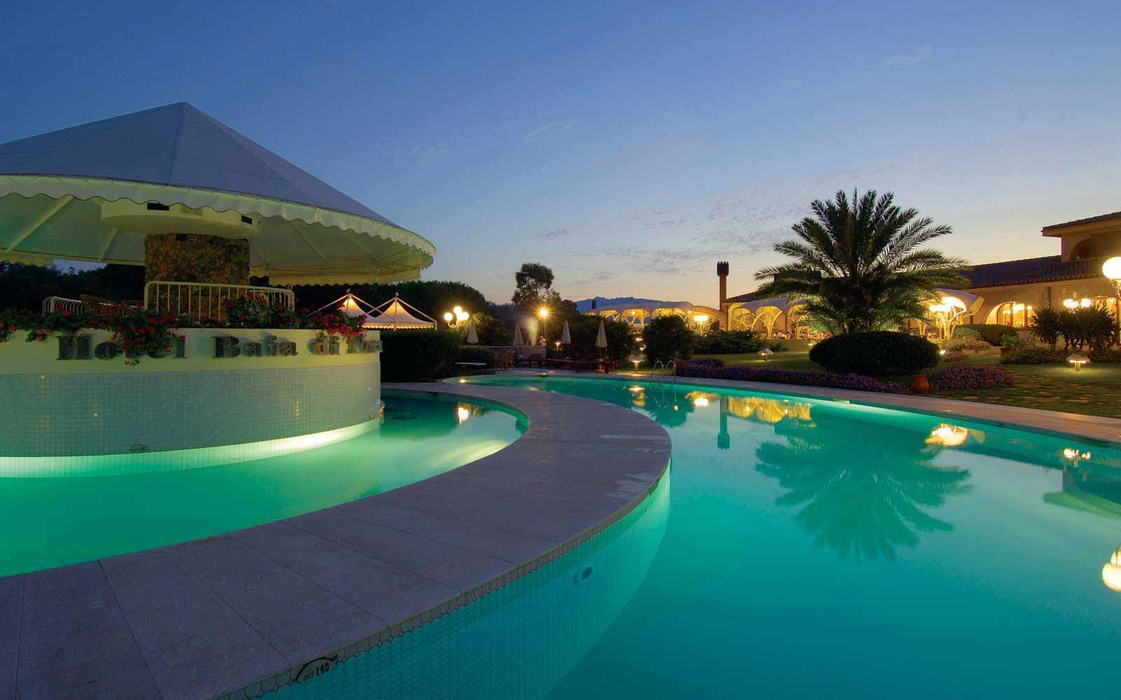 Hotel Baia Di Nora at night