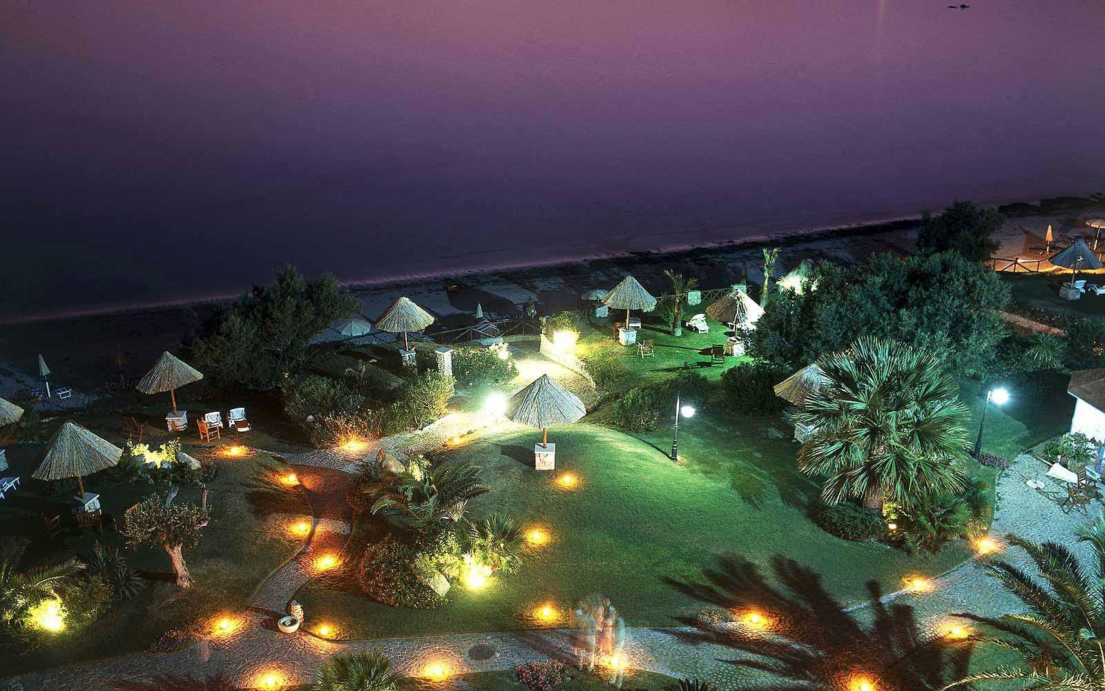 Hotel Stella Maris' gardens at night