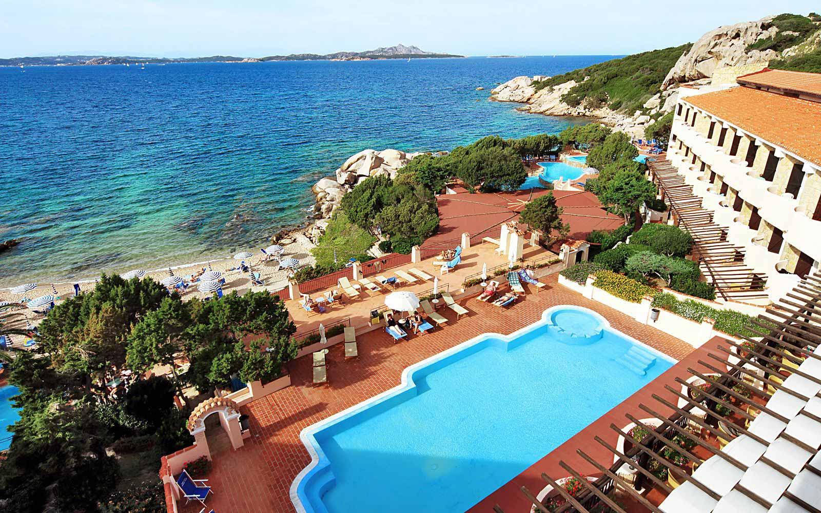 Swimming pool at Grand Hotel Smeraldo Beach