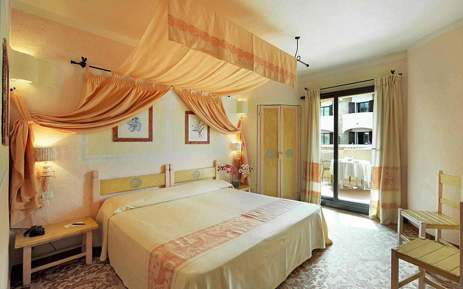 Standard room side sea view at Grand Hotel Smeraldo Beach
