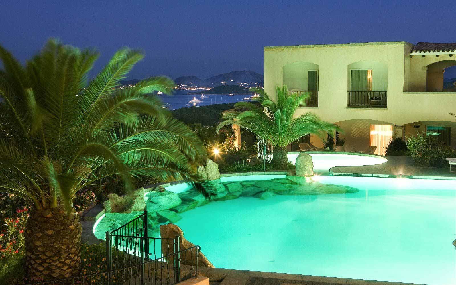 Hotel Petra Bianca at night
