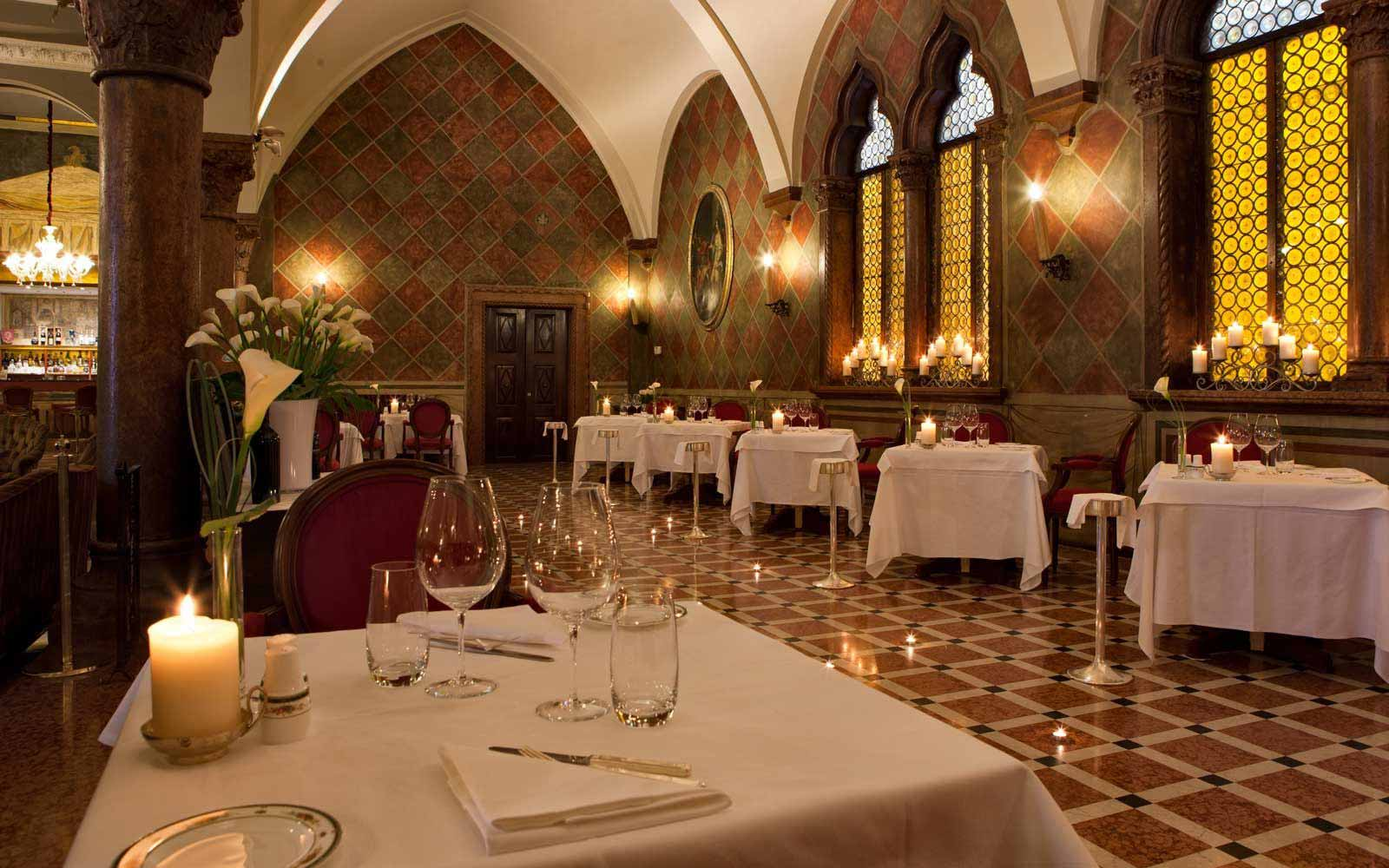 Indoor restaurant at Due Torri Hotel
