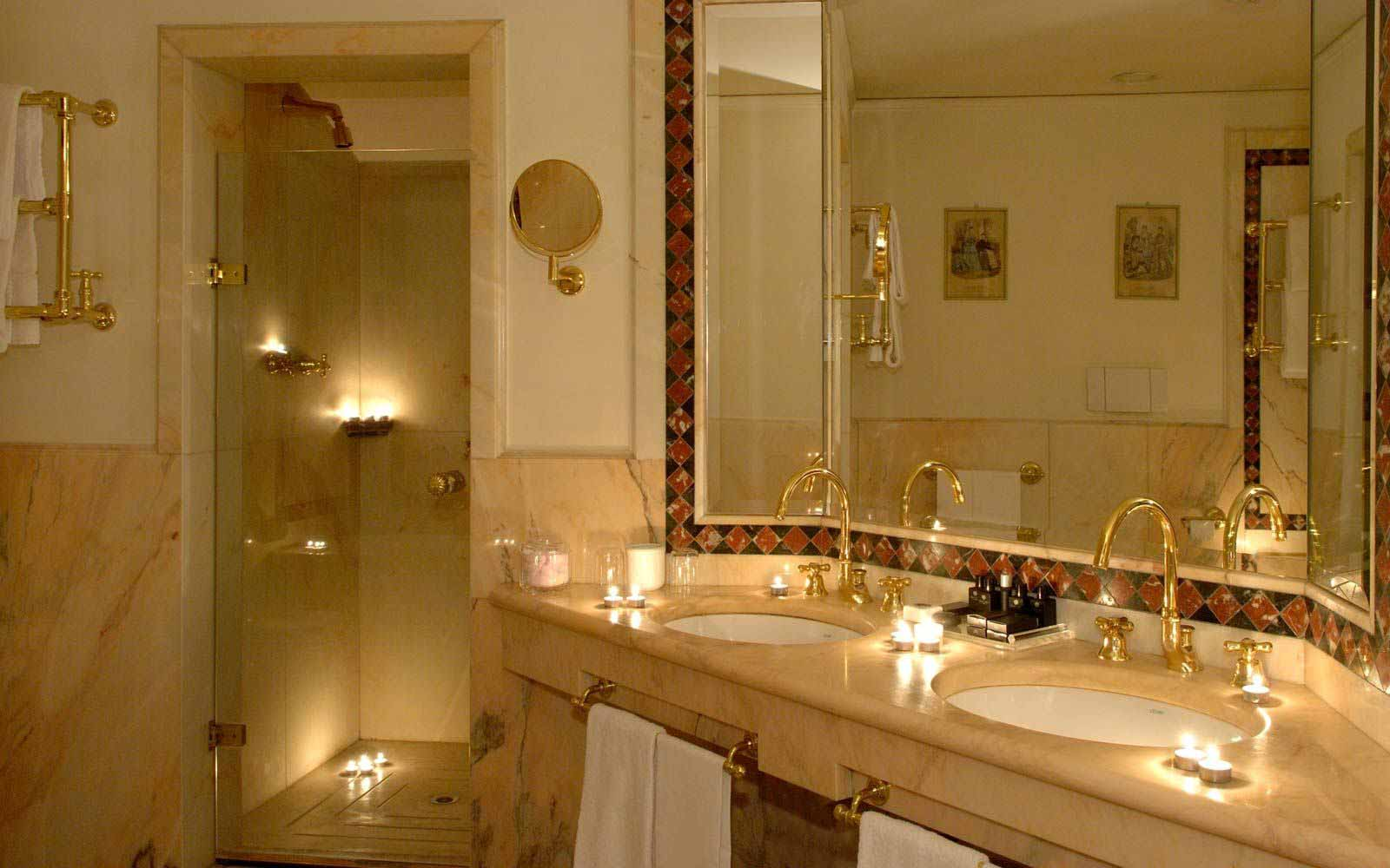 Bathroom at Due Torri Hotel