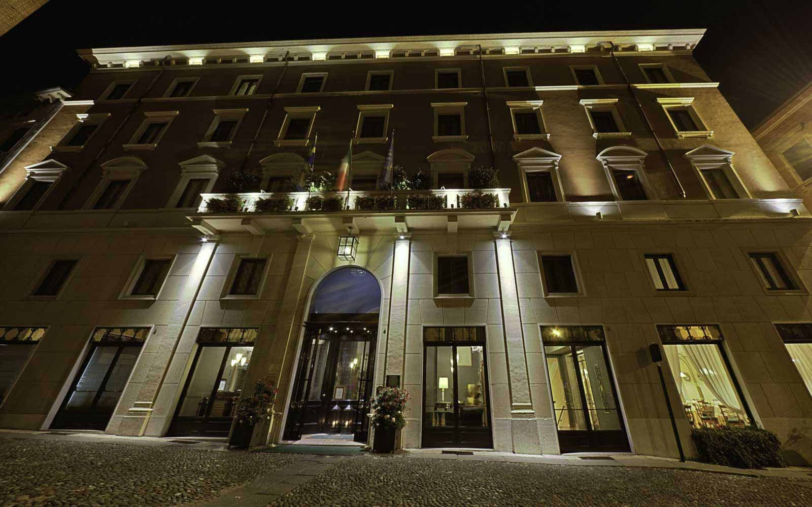 Due Torri Hotel by night