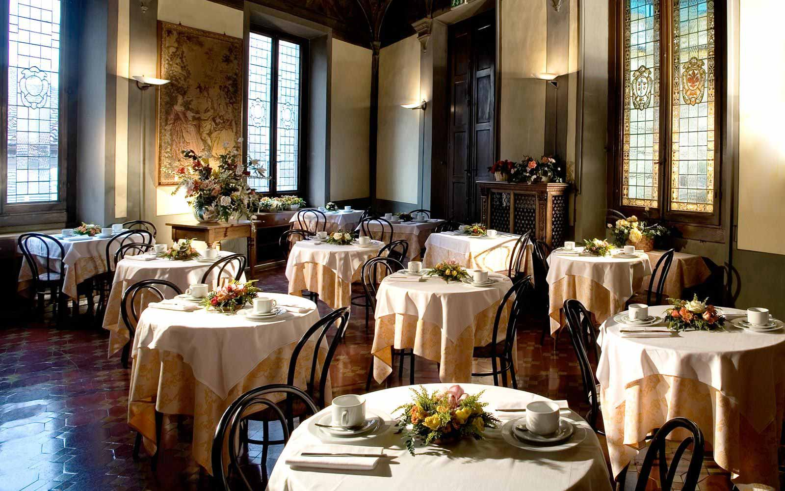Indoor restaurant at Hotel Paris
