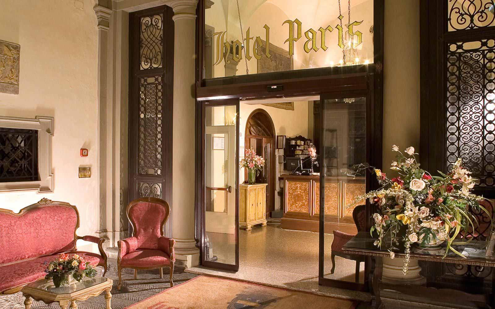 Reception hall at Hotel Paris