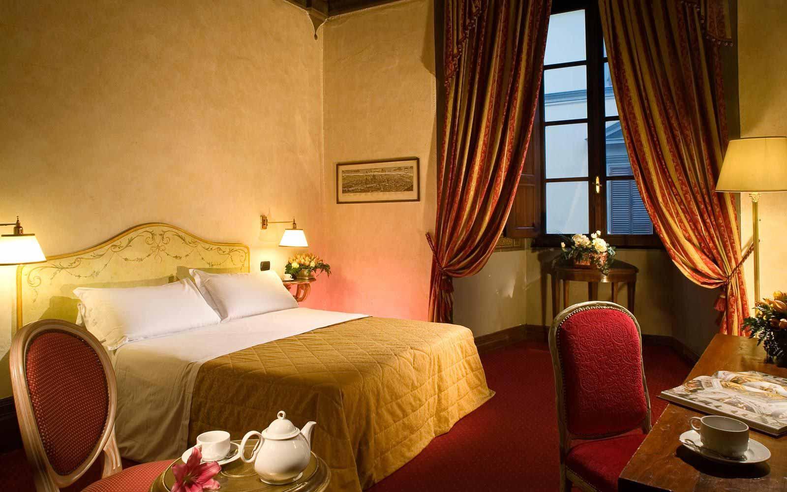 Classic room at Hotel Paris