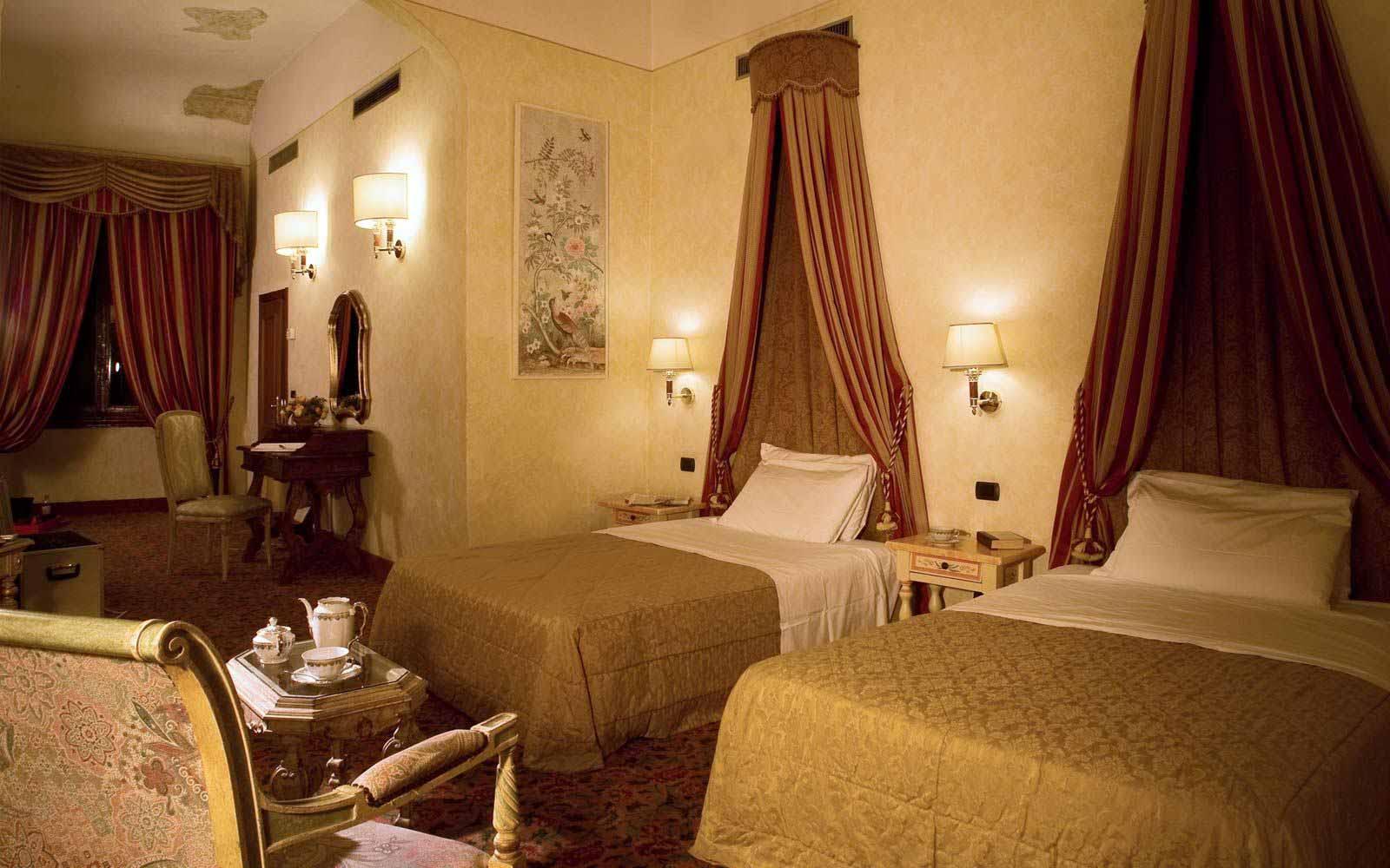 Superior twin room at Hotel Paris