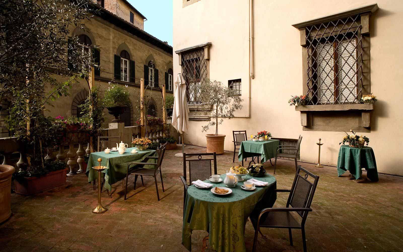 Al Fresco dinning at Hotel Paris