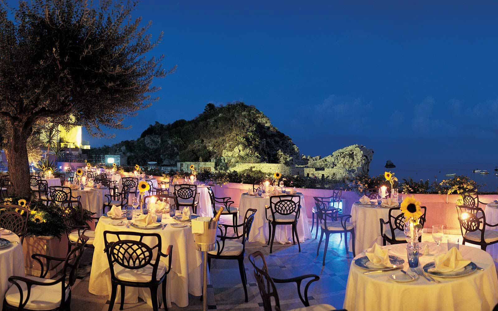 Outdoor dining at Grand Hotel Mazzaro Sea Palace