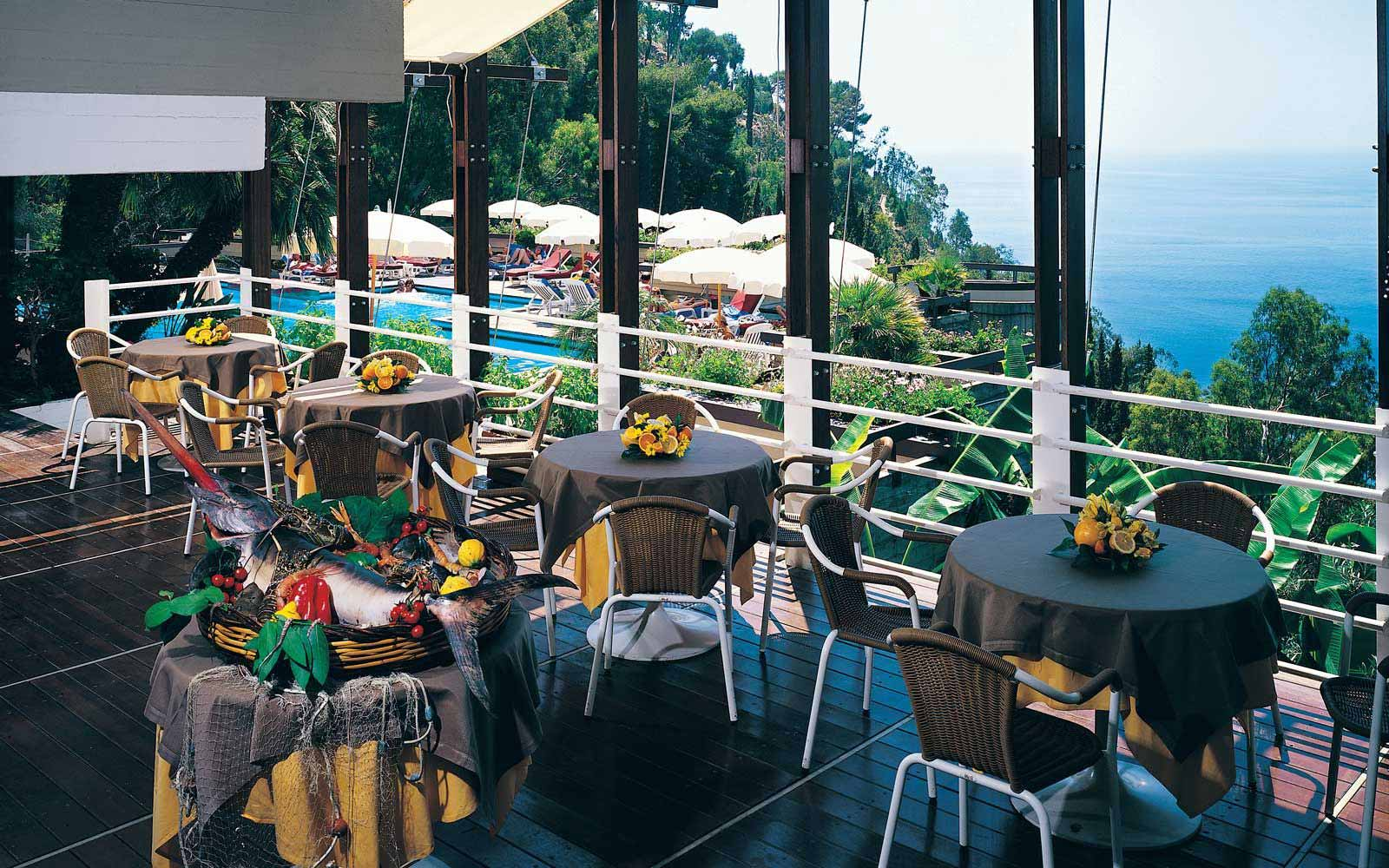 Restaurant at Hotel Monte Tauro