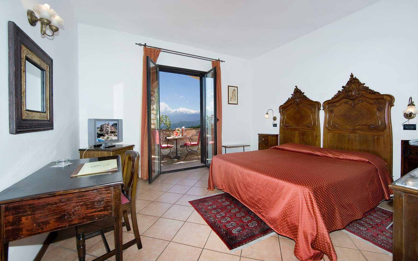 Classic room with Etna view at Villa Sonia