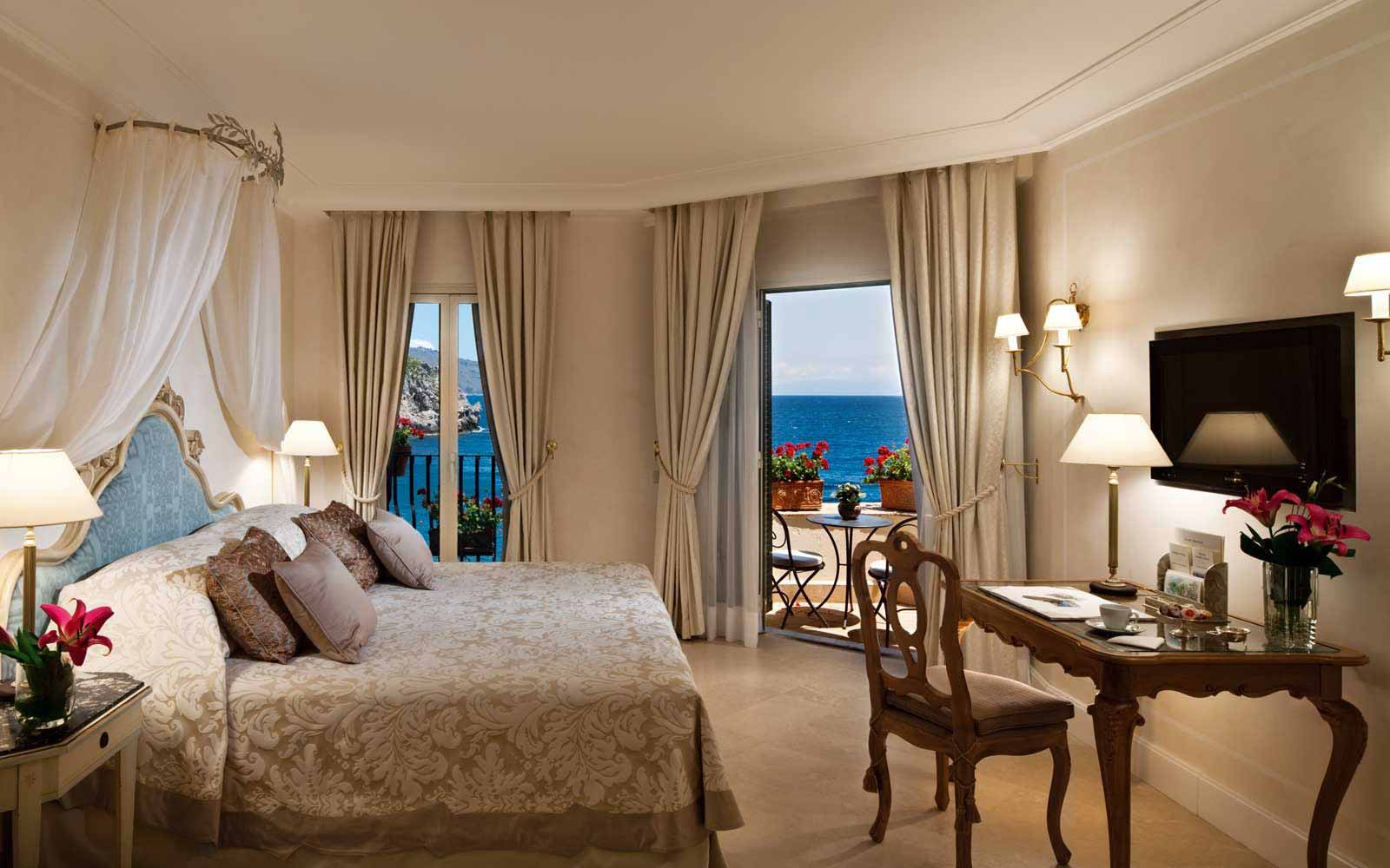 Superior Junior Suite with balcony and seaview at Belmond Villa Sant' Andrea