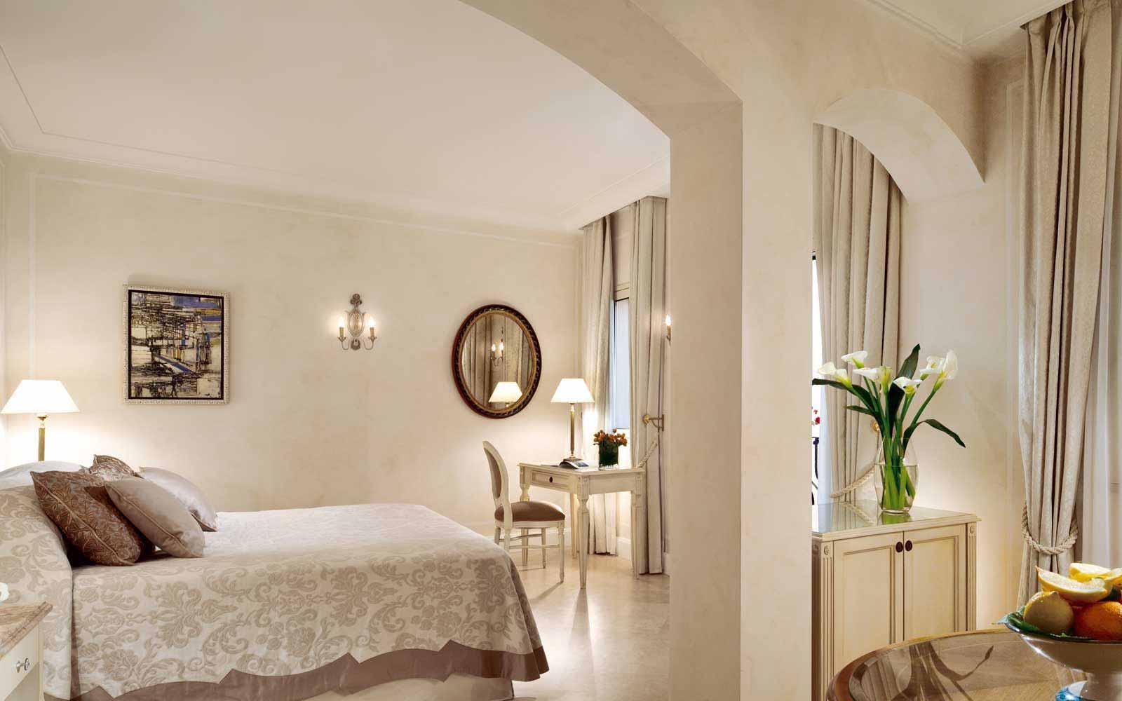 Deluxe room at Belmond Villa Sant' Andrea
