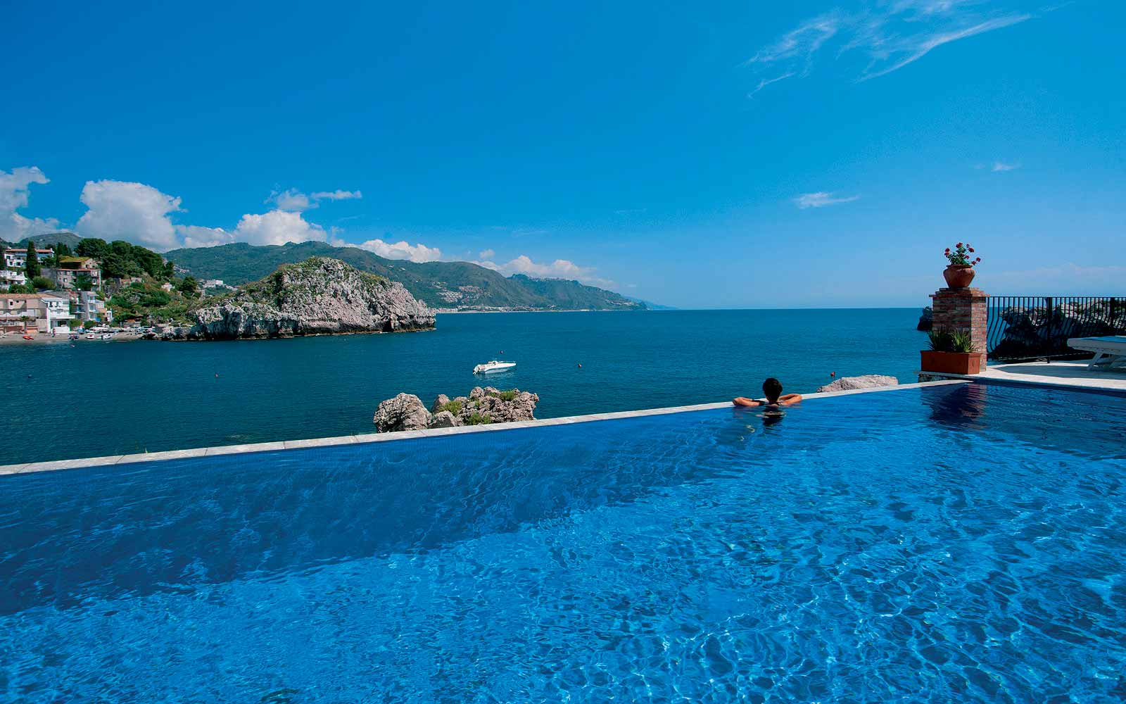 Swimming pool at Belmond Villa Sant' Andrea
