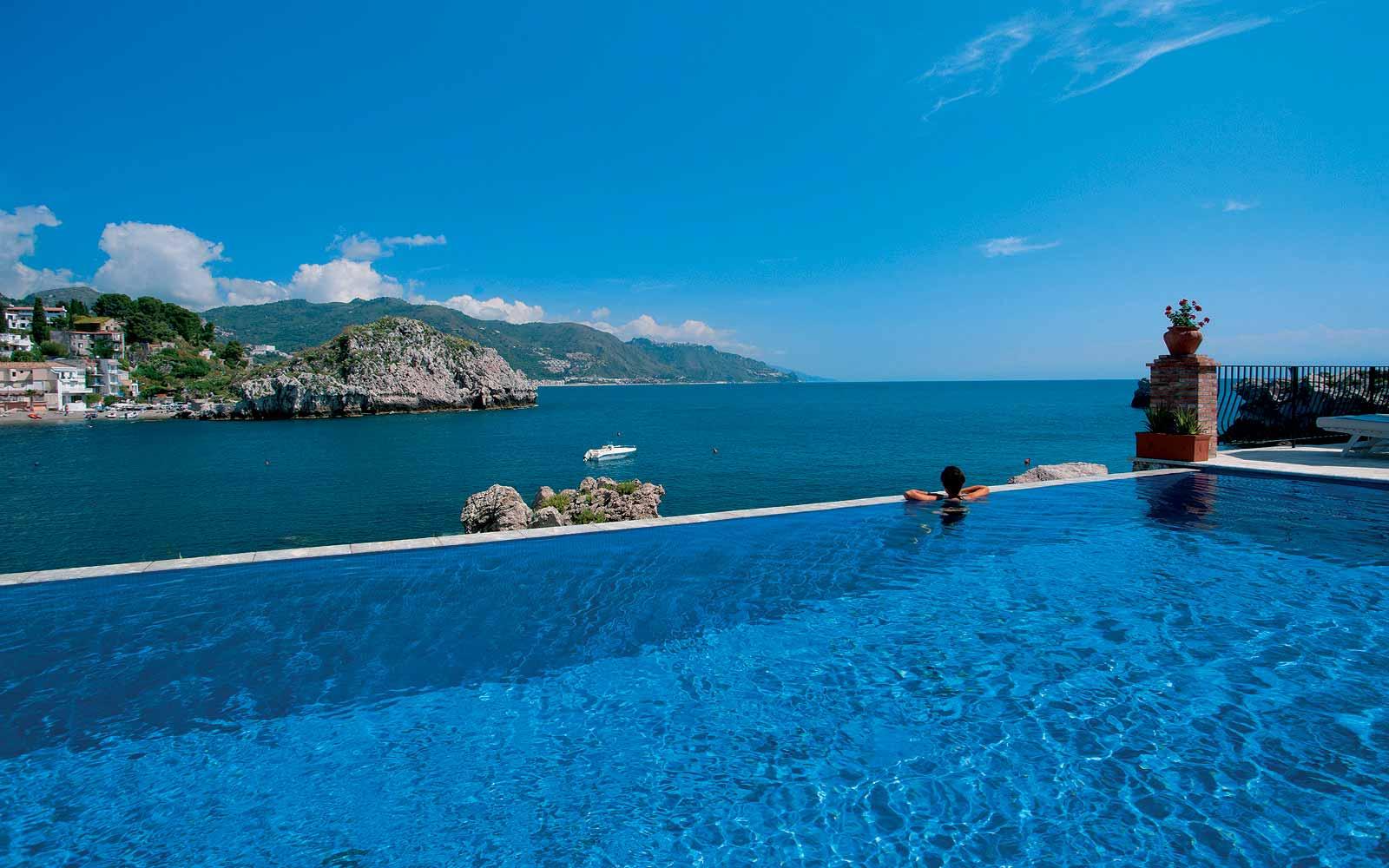 Swimming pool at Belmond Villa Sant' Andrea