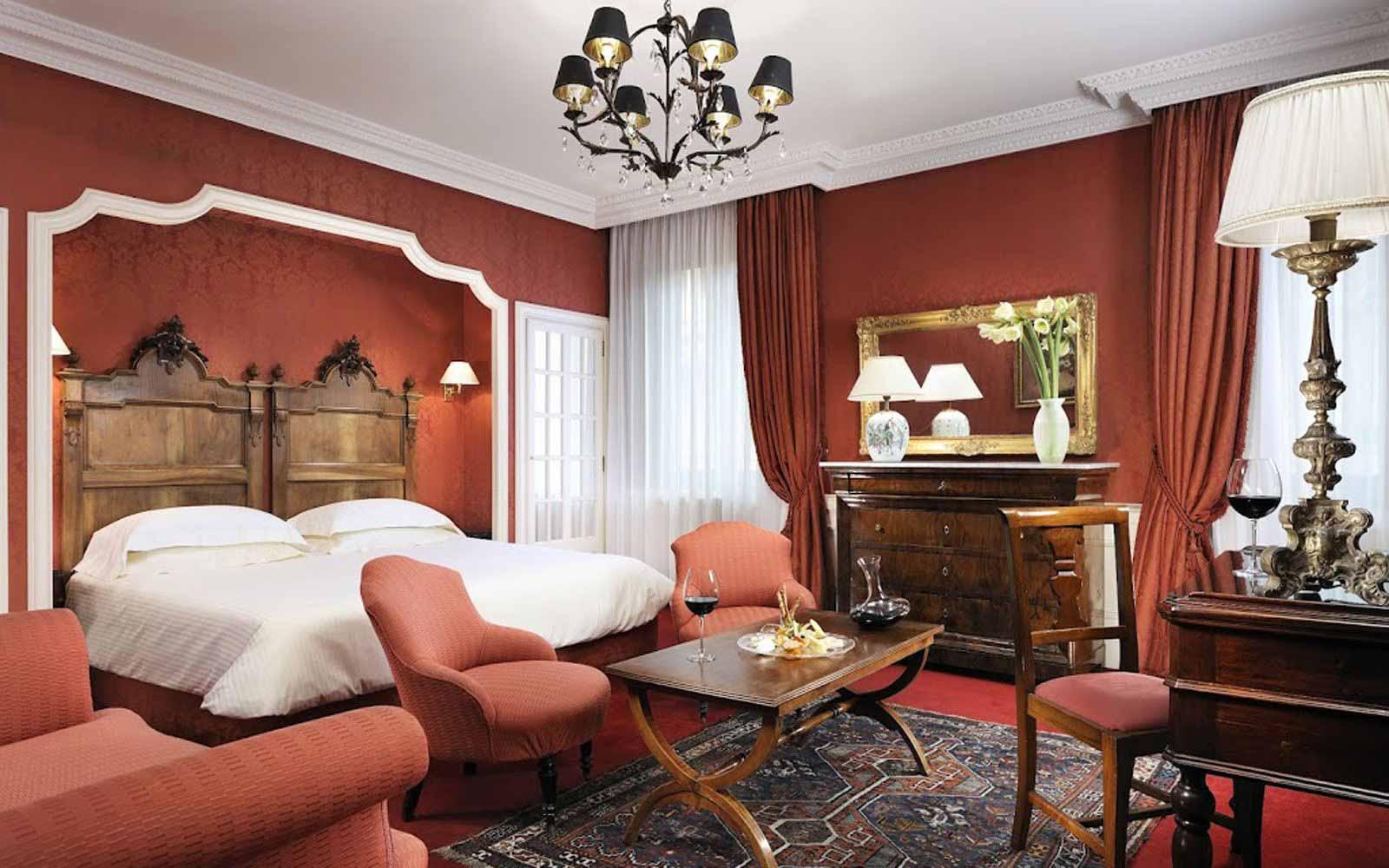 Deluxe double room at Hotel Helvetia & Bristol