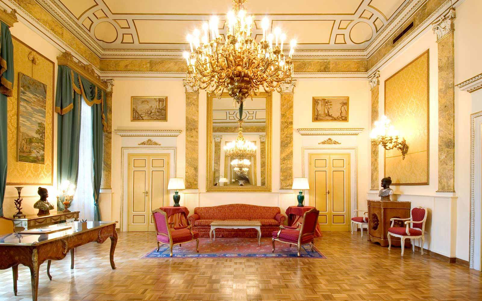 Reception hall at Grand Hotel Villa Medici