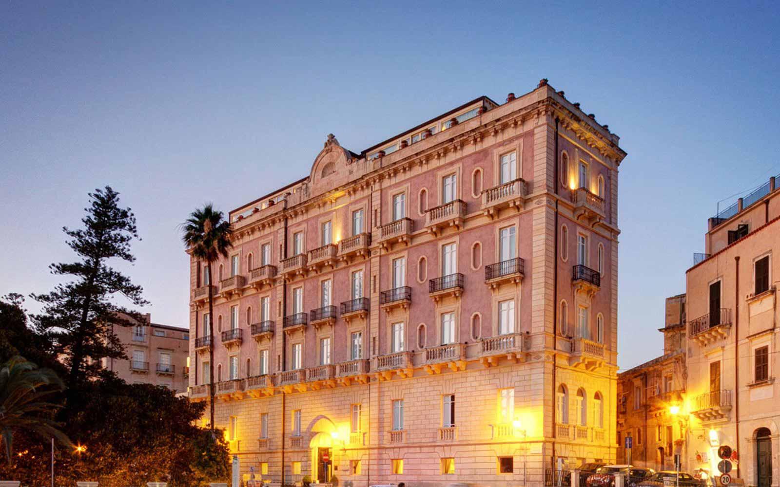 Front of Des Etrangers Hotel & Spa
