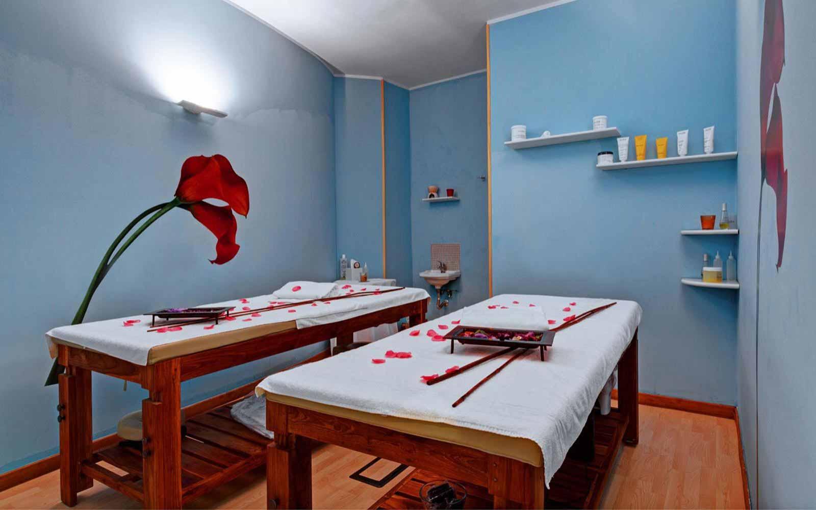 Massage at Des Etrangers Hotel & Spa