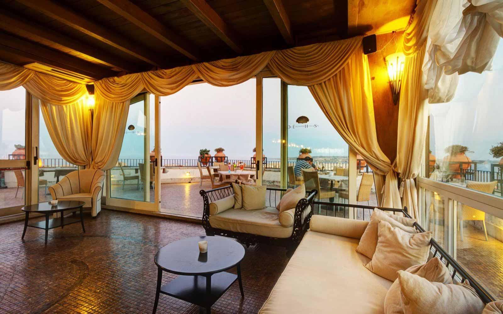 Lounge at Des Etrangers Hotel & Spa