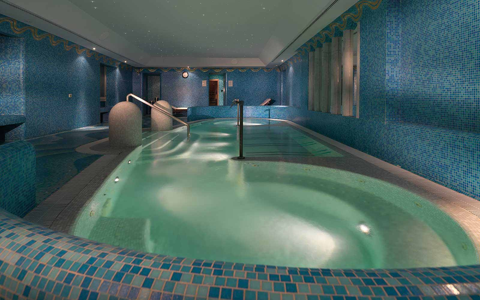 Hydrotherapy pool at Hotel De Russie
