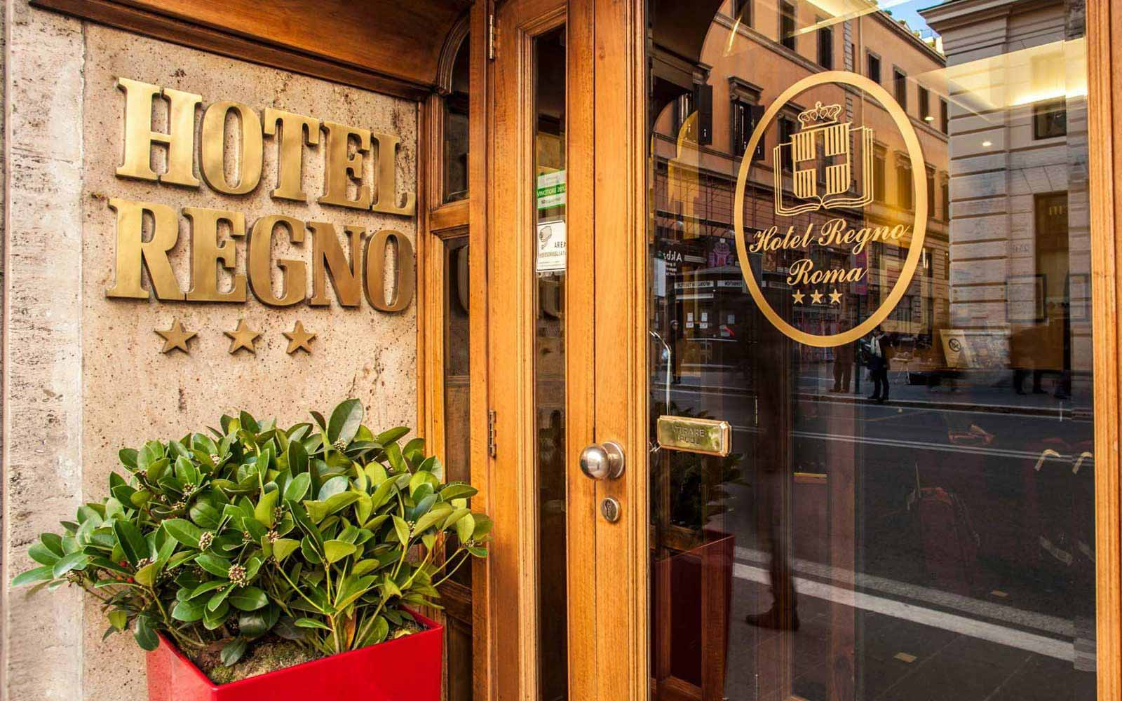 Main entrance at Hotel Regno