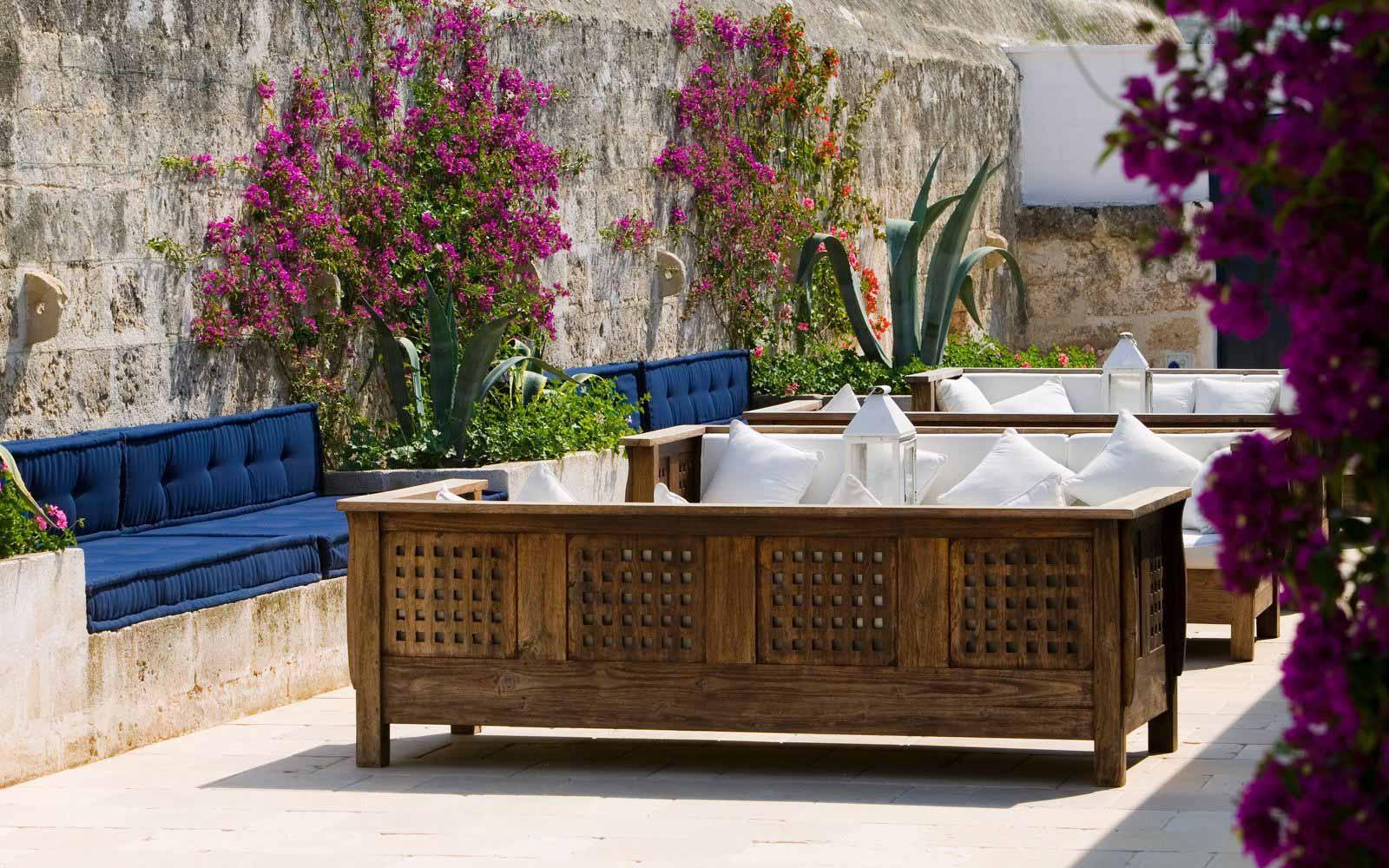 Lounge bar at Masseria Torre Maizza