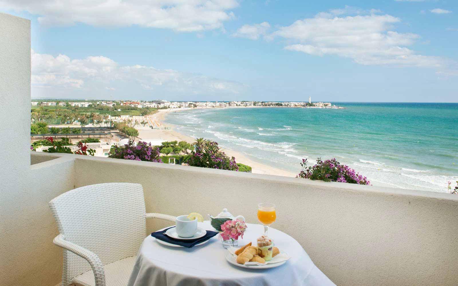 Private balcony in a bedroom at Hotel Del Levante