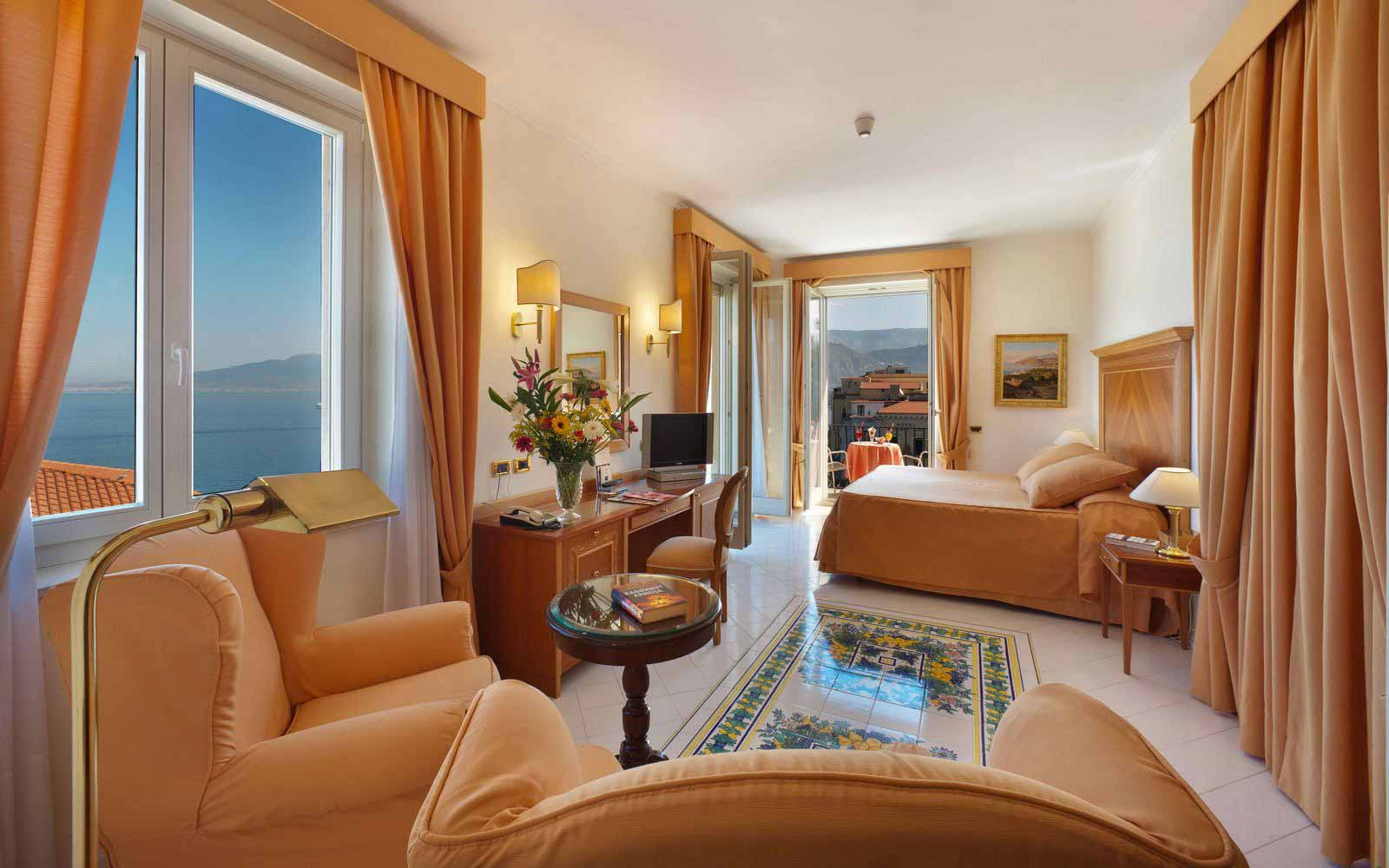 Junior suite Byron at Hotel Continental Sorrento
