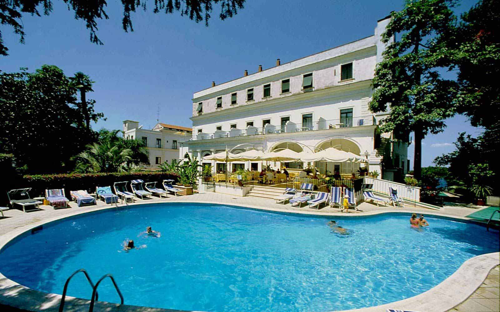 Imperial hotel tramontano sorrento neapolitan riviera - Hotels in verona with swimming pool ...