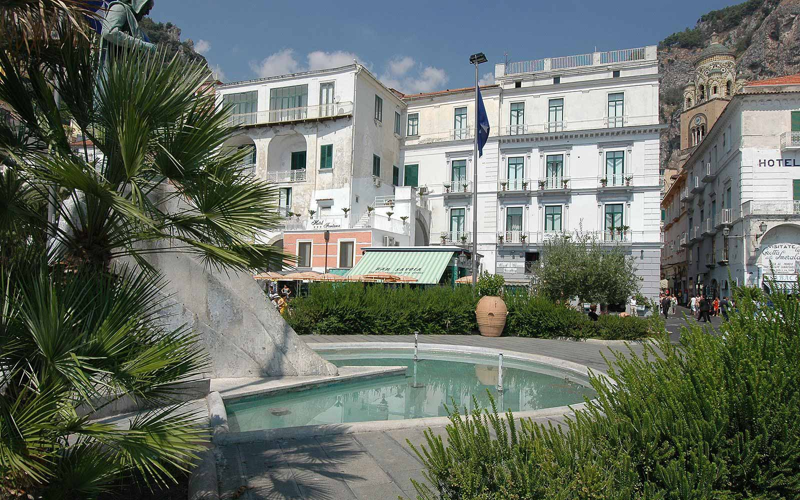 Front of Hotel Fontana