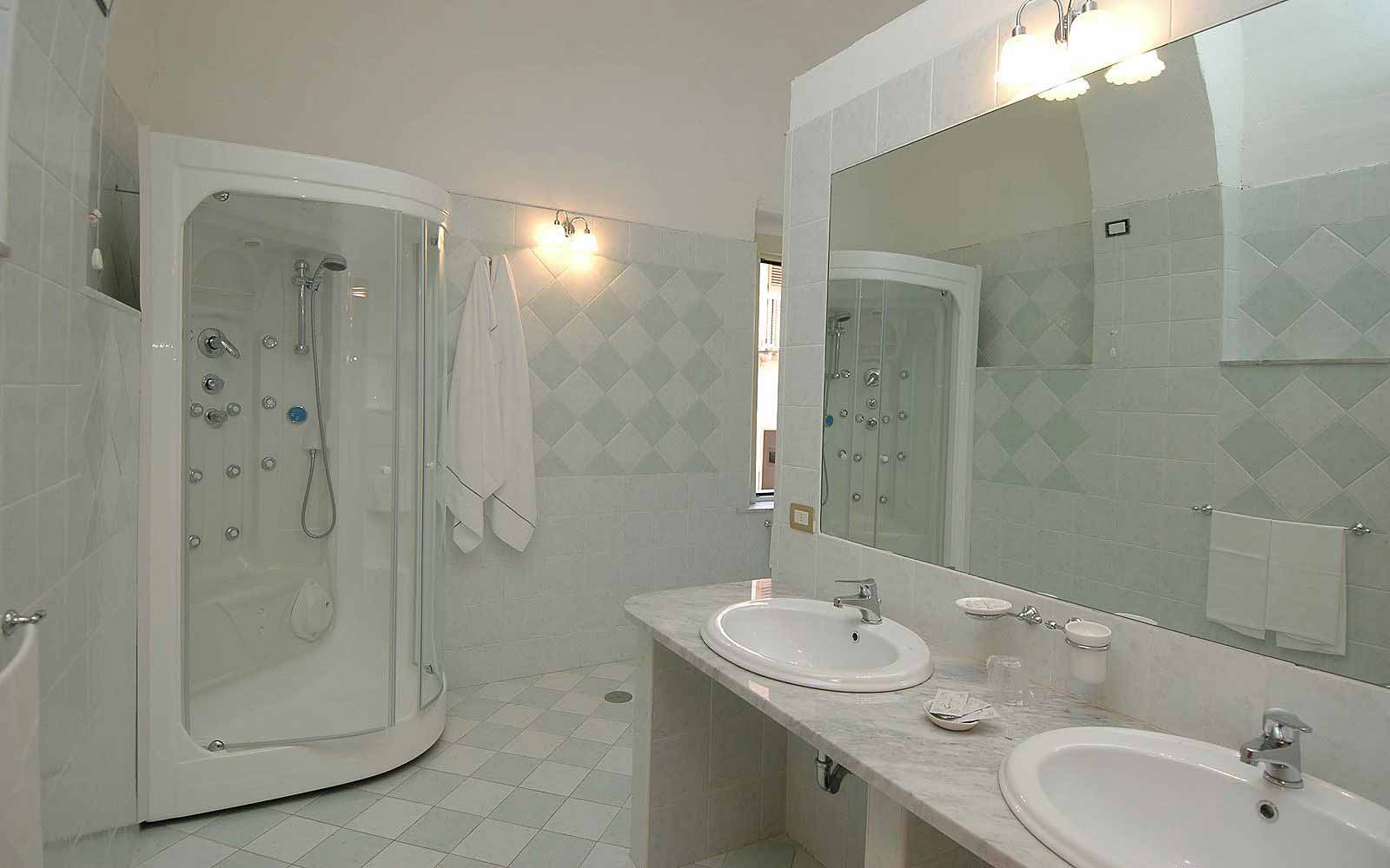 Bathroom in a suite at Hotel Fontana