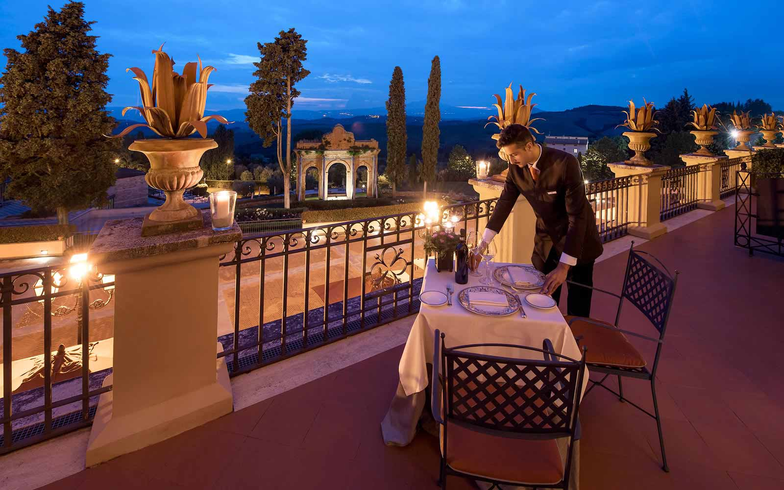 Panoramic romantic dining at the Fonteverde