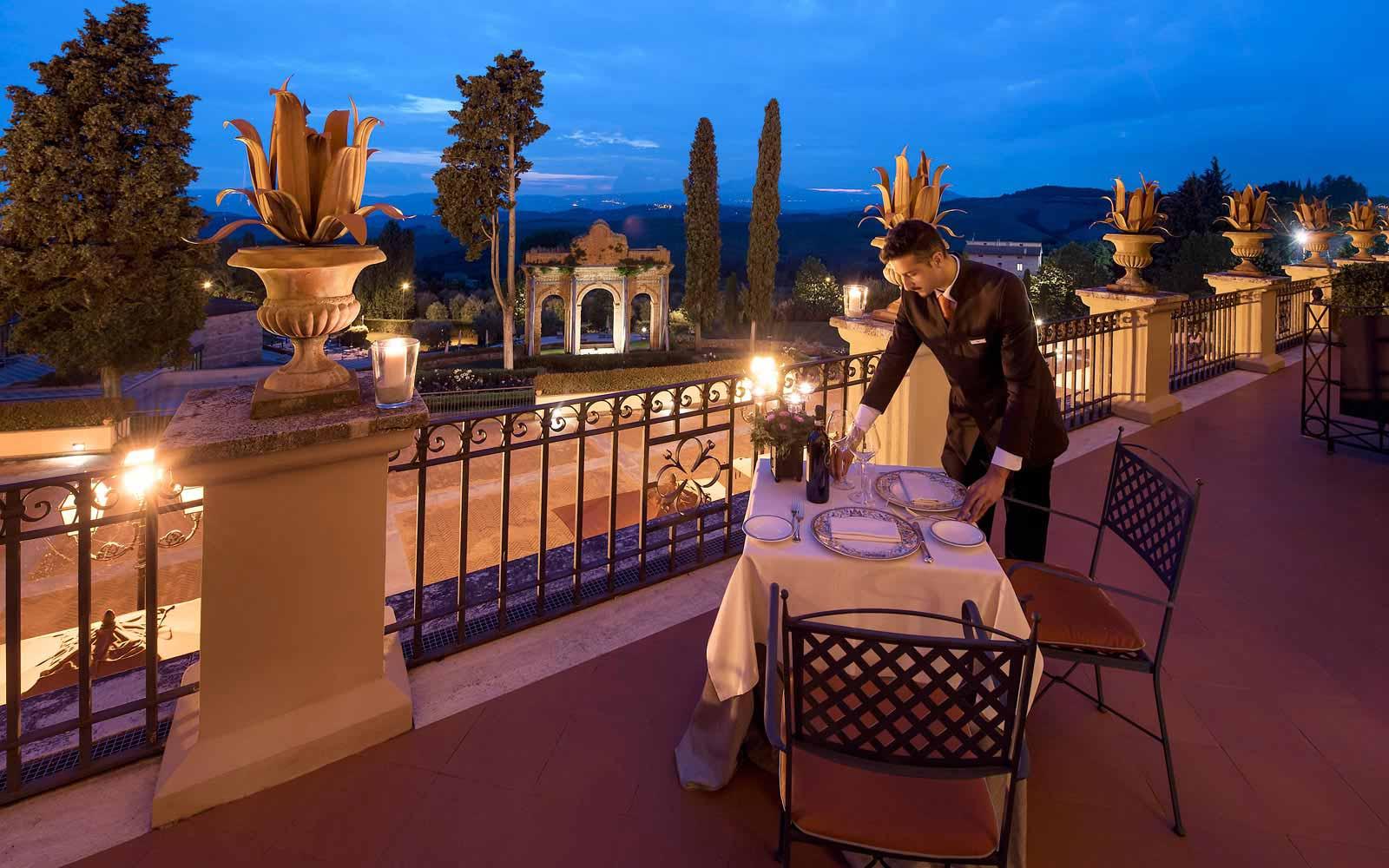 Panoramic romantic dining at the Fonteverde