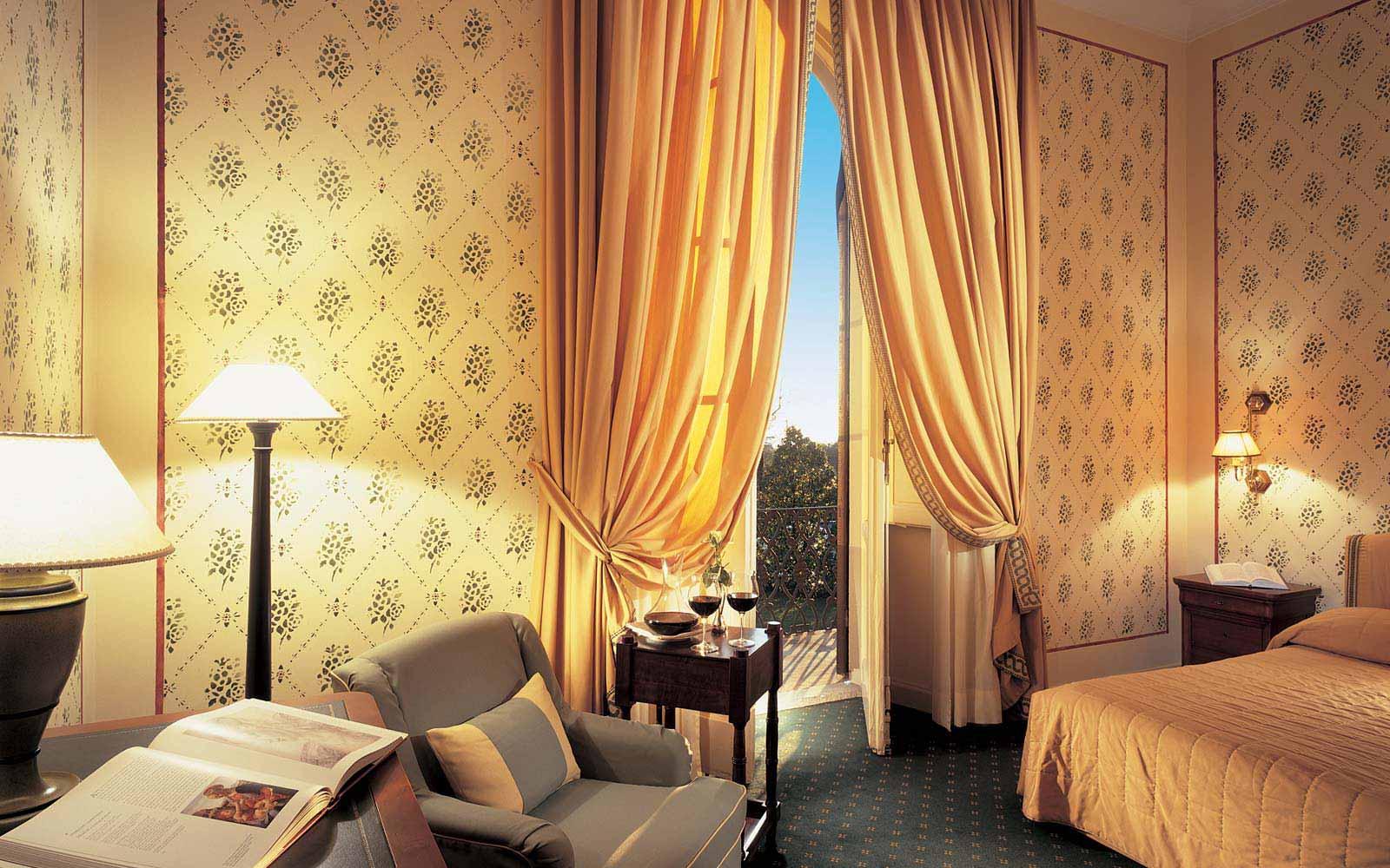 Deluxe room at Grotta Giusti