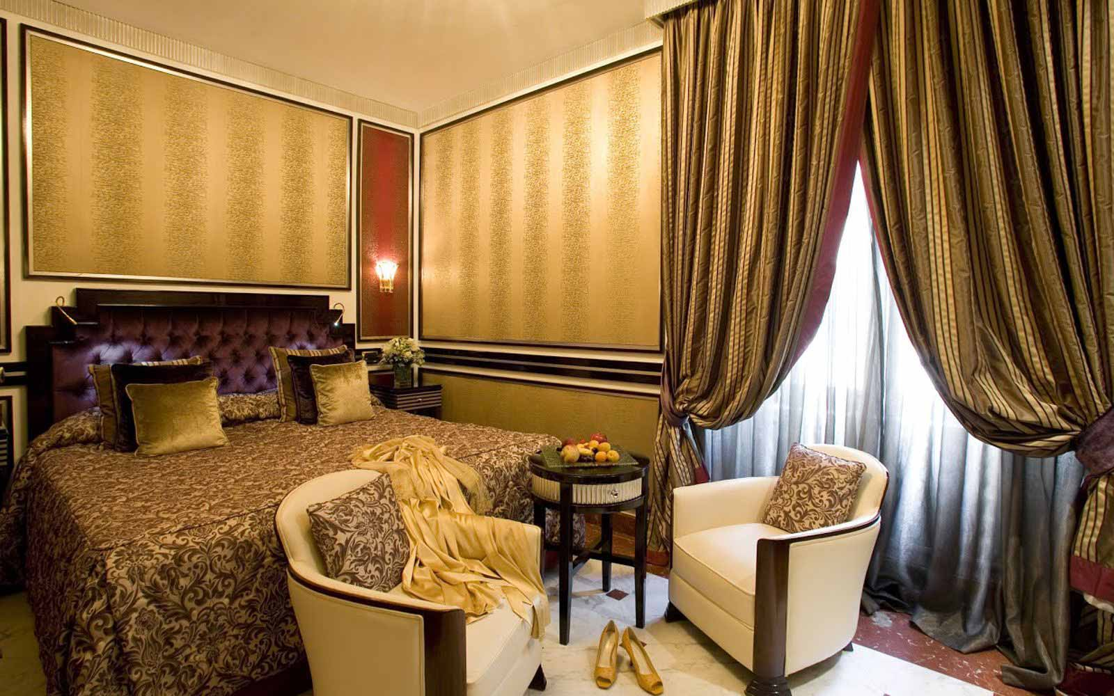 Grand deluxe room at Regina Hotel Baglioni