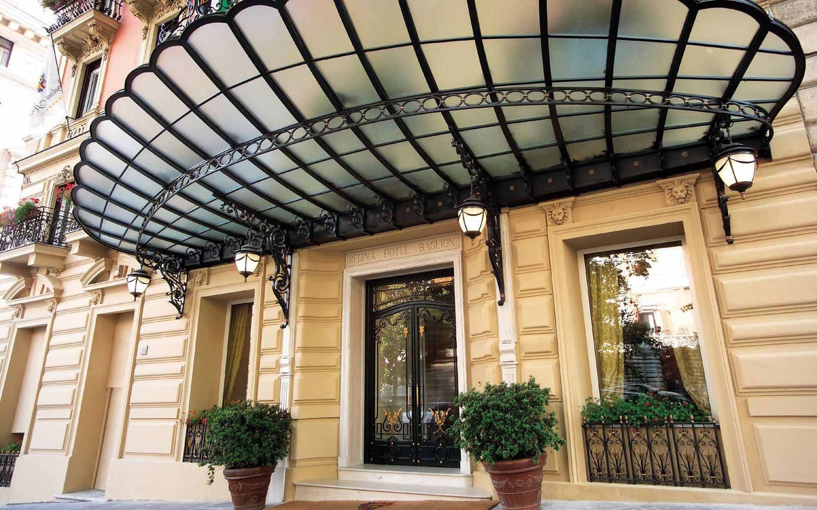 Entrance to Regina Hotel Baglioni