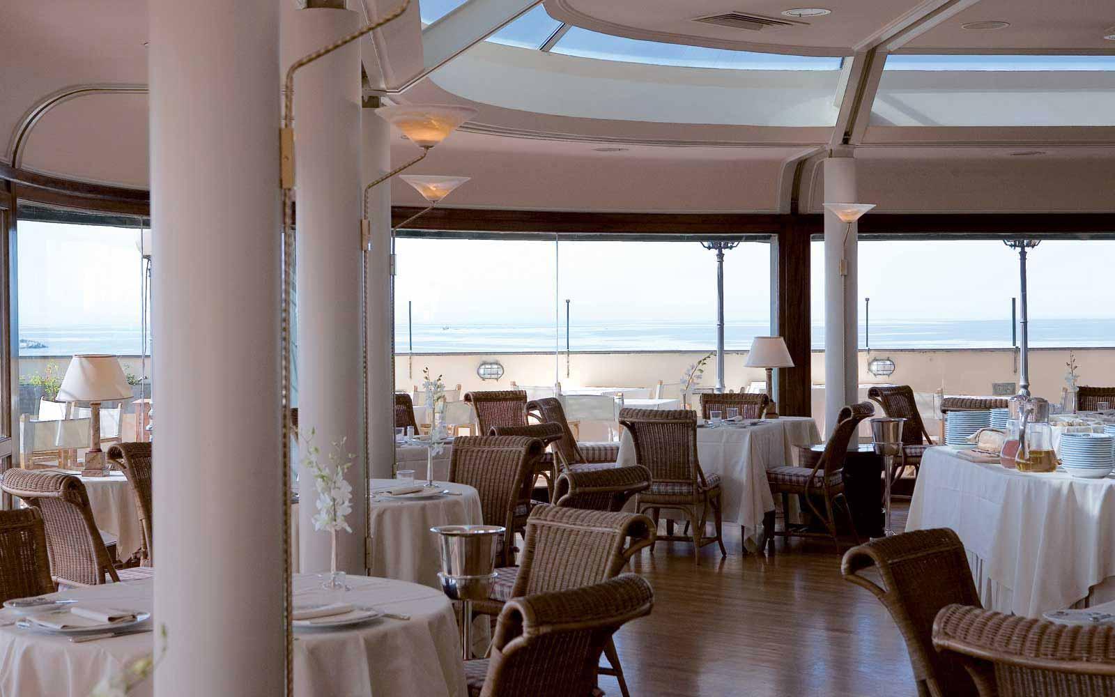 Restaurant at the Hotel Plaza e de Russie