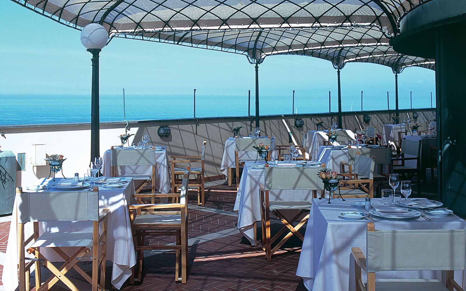 Terrace restaurant at Hotel Plaze e de Russie