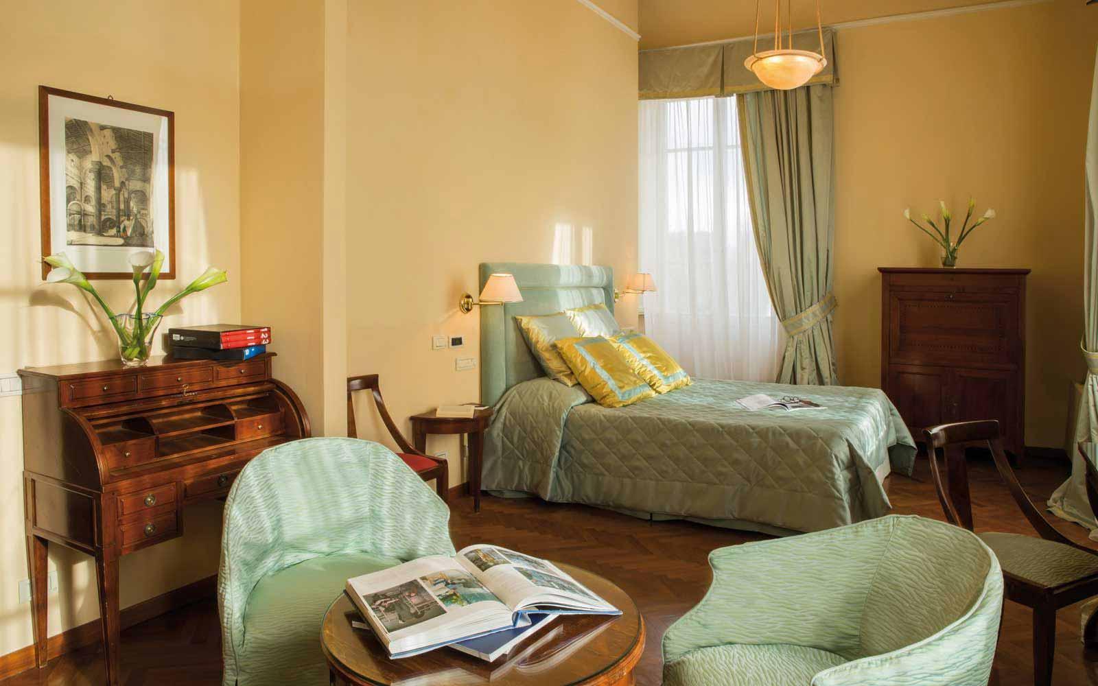 Junior suite at the Hotel Plaza e de Russie