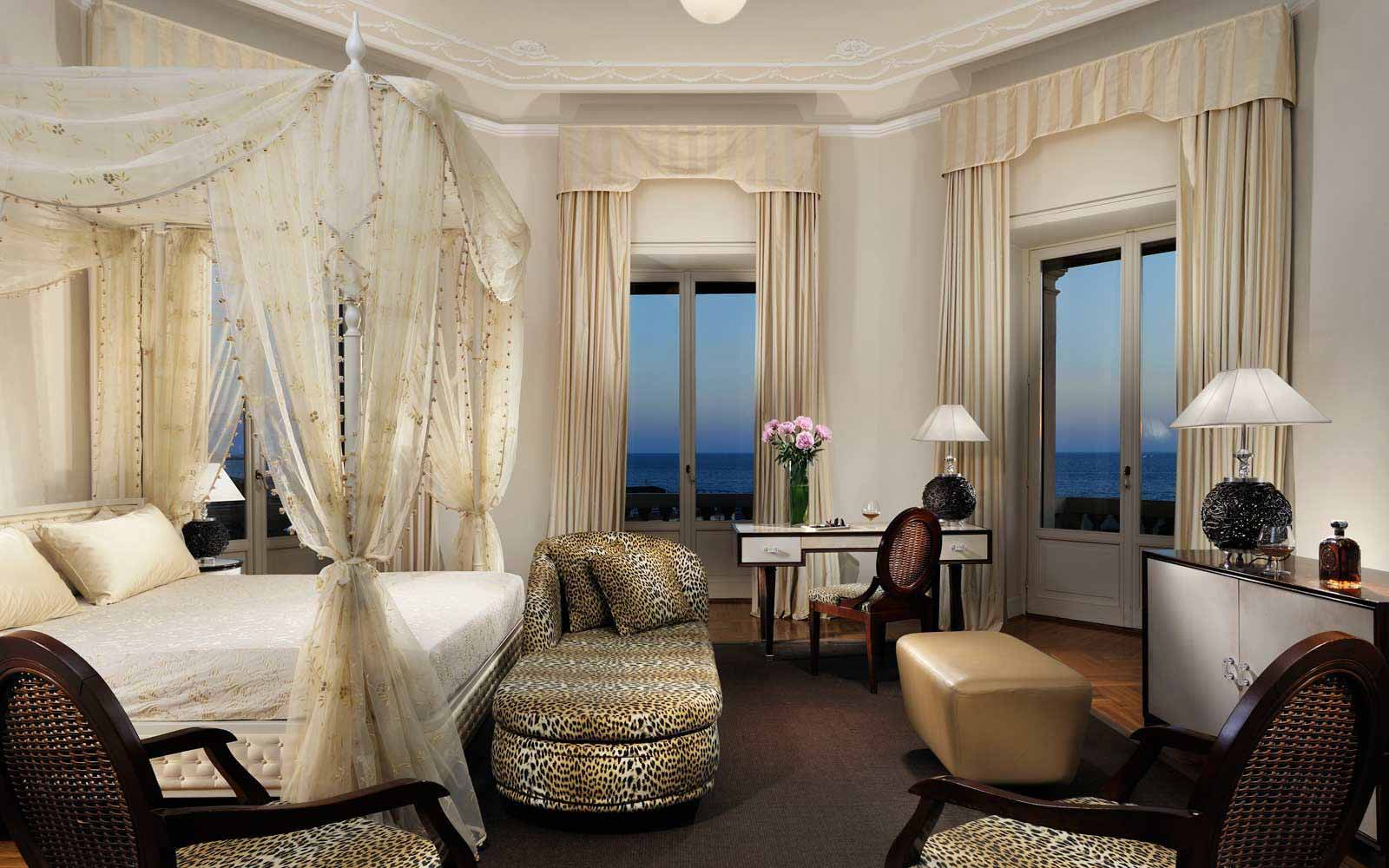 Junior Suite sea view with balcony and Jacuzzi at Grand Hotel Principe di Piemonte