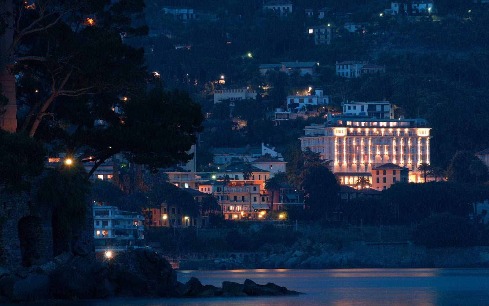 Grand Hotel Bristol at night