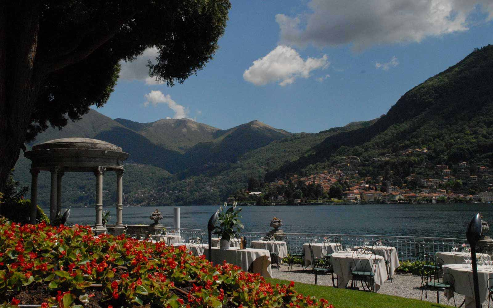 Restaurant by the lake at Grand Hotel Imperiale