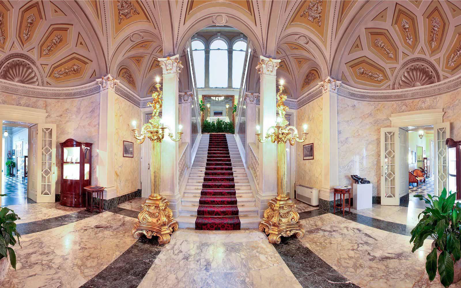Reception hall at Grand Hotel Villa Serbelloni