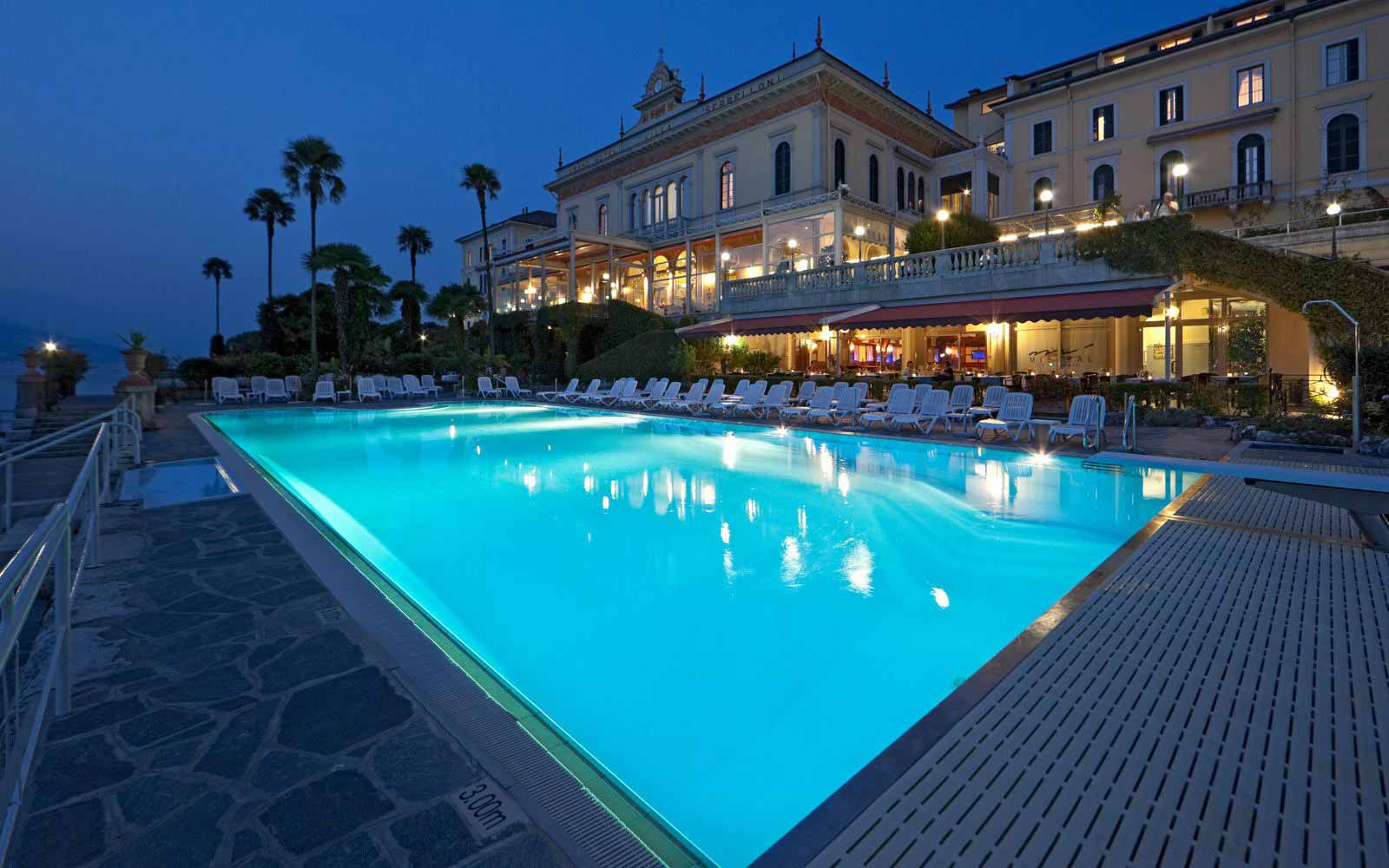 Grand Hotel Villa Serbelloni at night