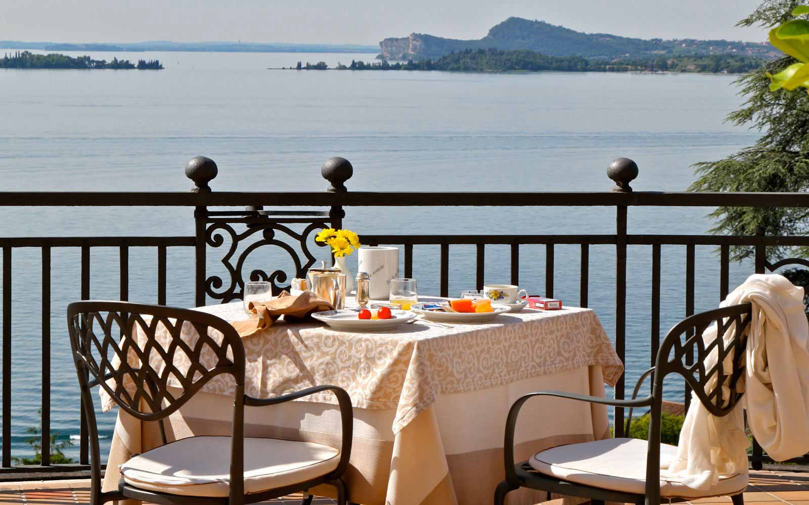 Breakfast by Lake Garda at Hotel Villa Del Sogno