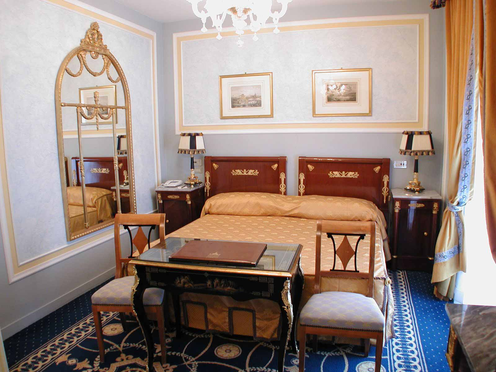 Classic room at Grand Hotel Des Iles Borromees
