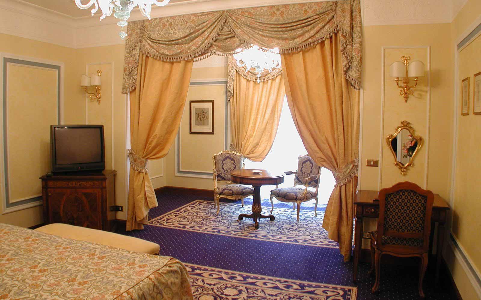 Junior suite at Grand Hotel Des Iles Borromees