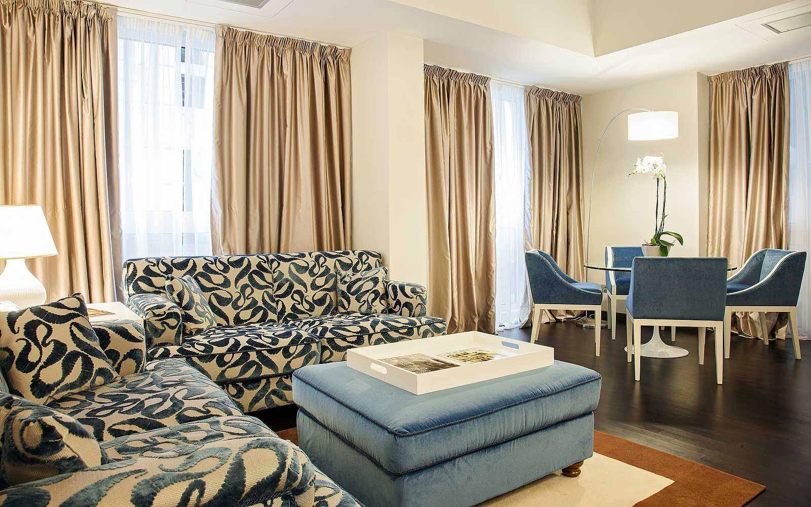 Lounge at Hotel De La Ville
